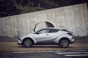 toyota c-hr lateral