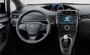 toyota verso interieur